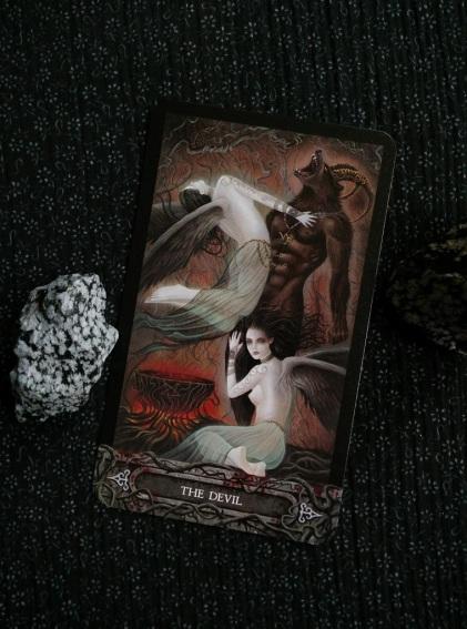 2017-10-(16-22) - Tarot of the Vampyres (4)