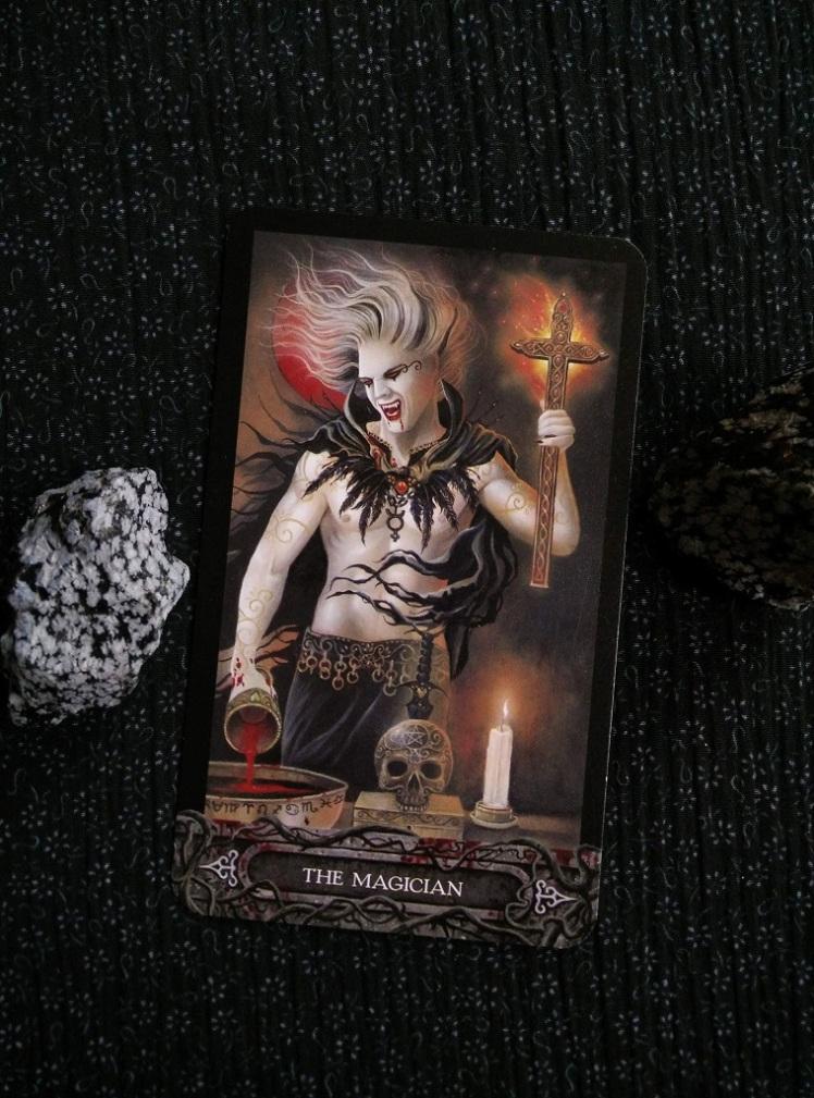 2017-10-(16-22) - Tarot of the Vampyres (5)